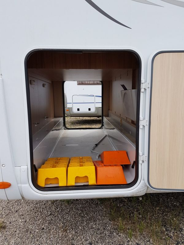 vend camping car pilote g740 vente de caravanes lan on de provence midi 13 loisirs. Black Bedroom Furniture Sets. Home Design Ideas
