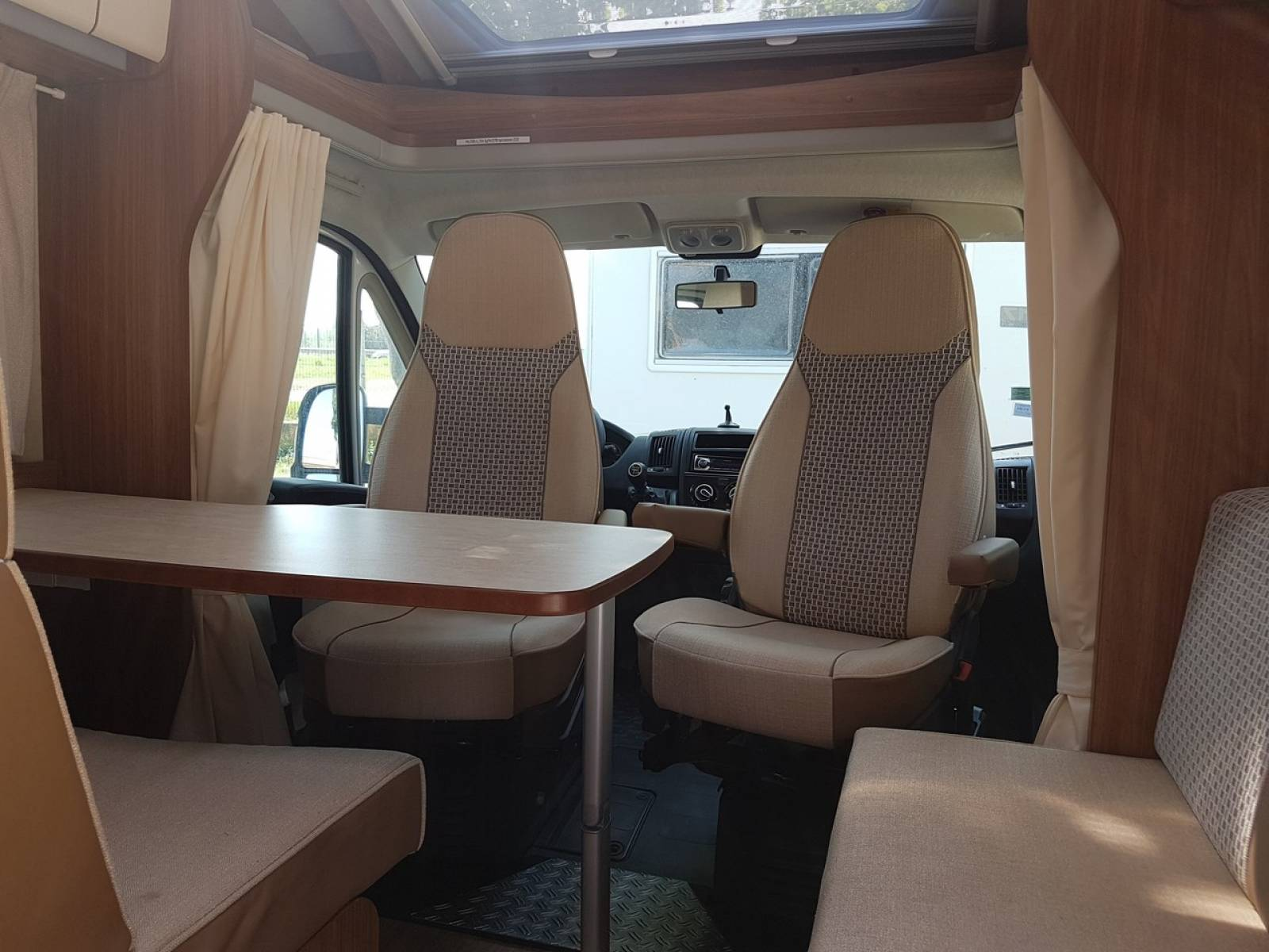 vendu carado t345 vente camping car neuf et occasion lan on de provence midi 13 loisirs. Black Bedroom Furniture Sets. Home Design Ideas
